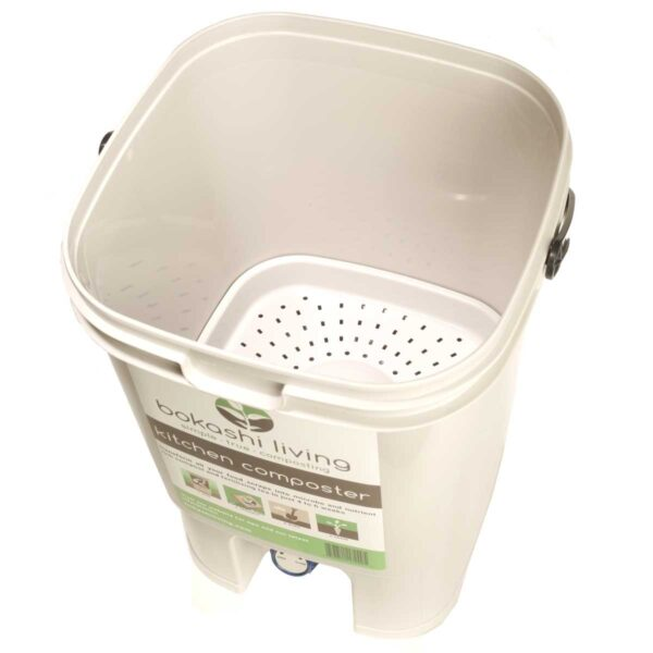 Drainer plate in bokashi bucket