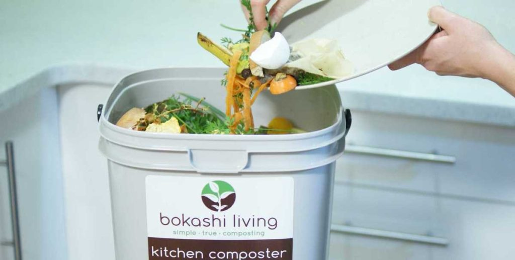 Scrapping food waste into bokashi bucket