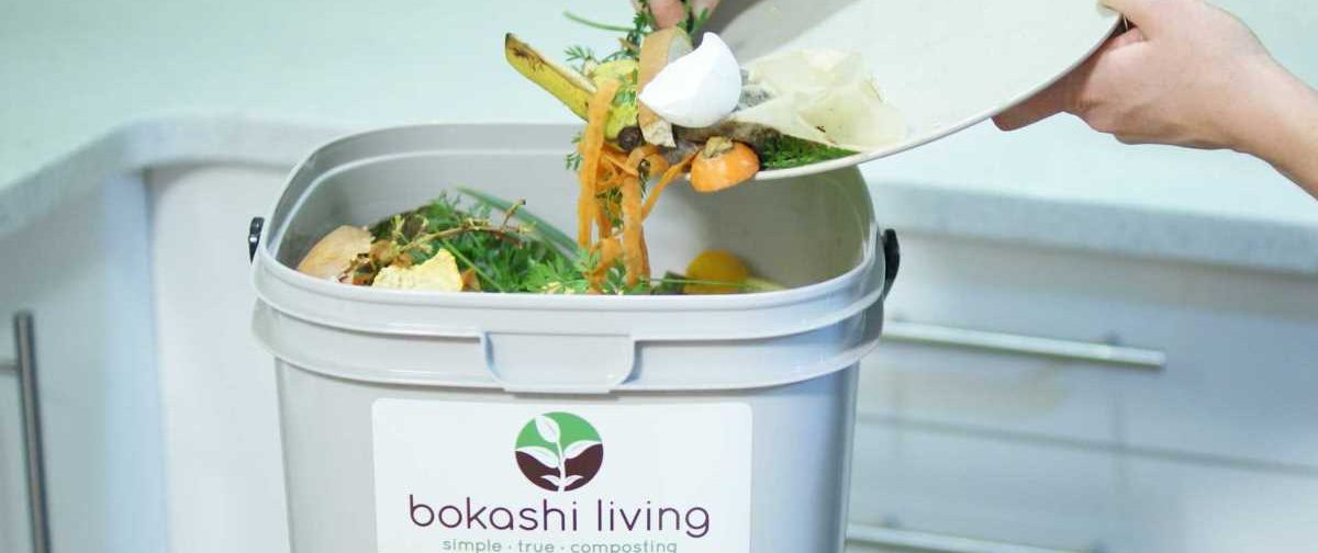 Scrapping food waste into bokashi bucket